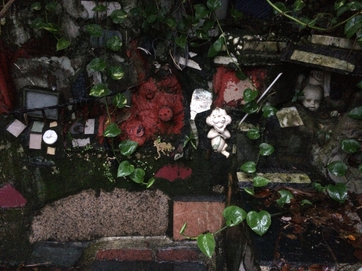 Weird Taipei: Kunyang Street's Weird Little Stairway to Tetanus