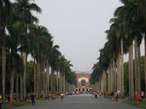 National_Taiwan_University_main_road_070331